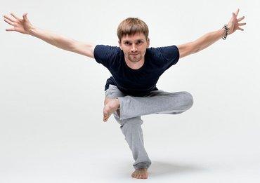 Хатха йога в пн. , ср. пт. в 19,30-21,00 с Эдуардом в Йога Доме Атма! в Бишкек