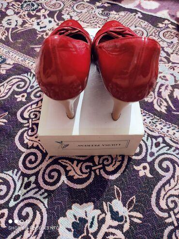 Личные вещи - Кой-Таш: Туфли новые,ни разу не одевала.Красного цвета,размер 38-39,1200сом