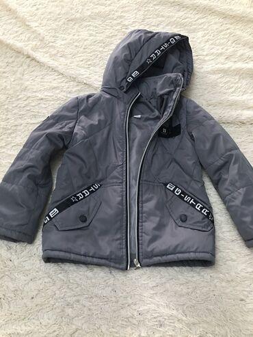 детская осенняя одежда в Кыргызстан: Продаётся куртка детская для мальчика на осень. Размер 32 в хорошем со