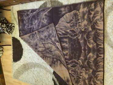 смена-постельного-белья в Кыргызстан: Продаю очень красивый шерстяной плед 200*150 см. Толстый и очень