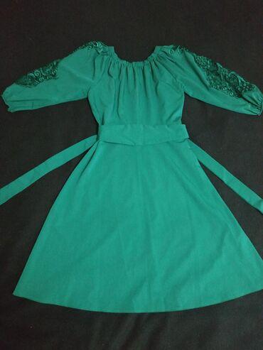зелёное вечернее платье в Кыргызстан: Продаю очень красивое женское платье!!!Одевала несколько раз!!!Цвет