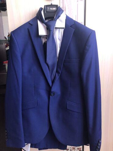 Продаю костюм  Брюки и рубашка с галстуком