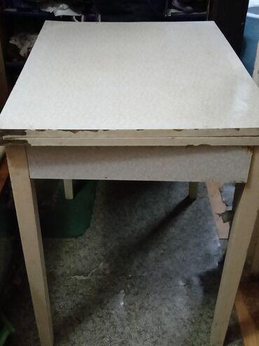 Продам кухонный складной стол 500с размер 79/60,в развернутом виде