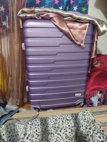 Срочно продаю чемодан на колесиках.Звоните раскажу почти новый .В