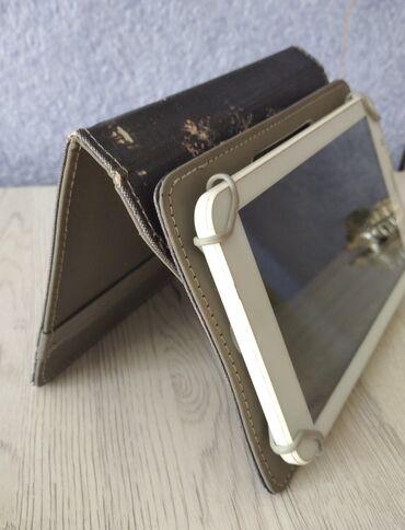 подставки для компьютера в Кыргызстан: Подставка для небольшого планшета (CUBE) размером 11х19. Хорошее
