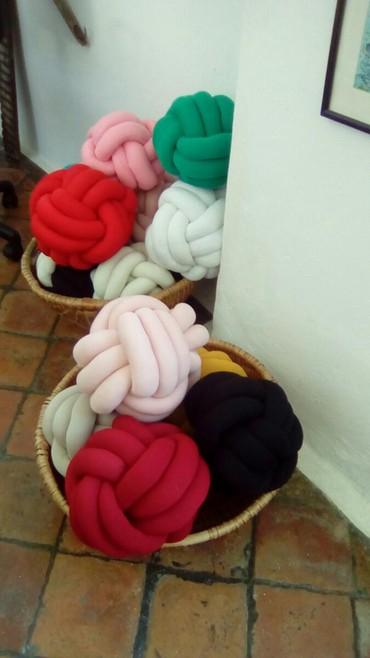 Kućni dekor - Zrenjanin: Jastuk čvor, ukras i igračka! Jastuk periv u mašini! Cena zavisi od ve