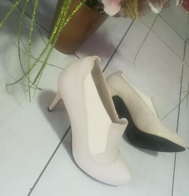 Ženska patike i atletske cipele | Batajnica: Nove broj 39 Povoljno