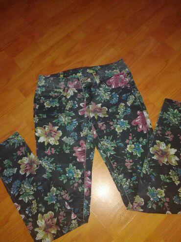 Letnje pantalone - Srbija: Prelepe cvetne letnje pantalone skroz cigaret,malo nosene stanje top