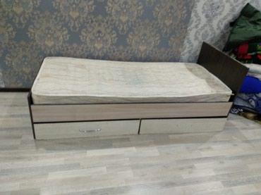 Срочно продаются 2 одинаковые кровати с матрасом. в Бишкек