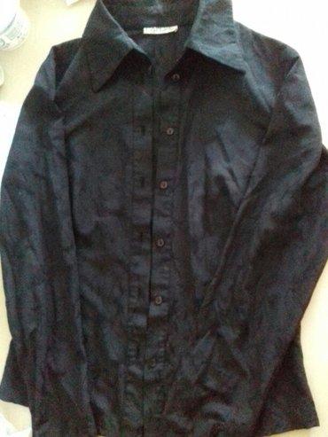 приора в Кыргызстан: Женская чёрная рубашка с принтомочень стройнит,выглядит необычно