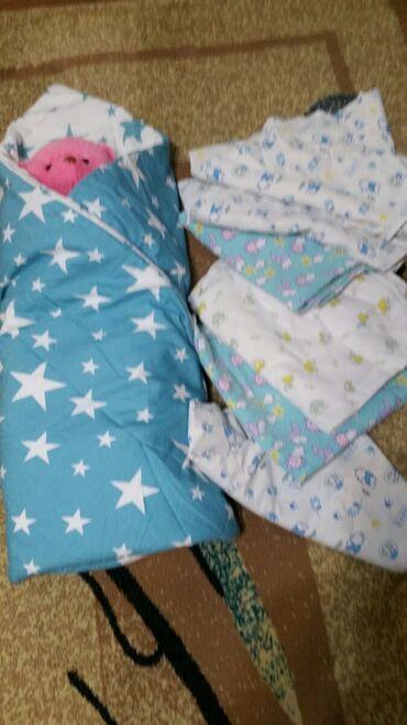 набор для новорожденного в Кыргызстан: Конвертик -одеяльце для новорожденного состояние отличное, пеленки 6