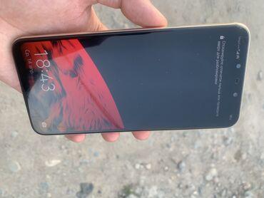 В продаже Huawei Mate 20 lite 64GB Задняя крышка в трещинах, с чехлом