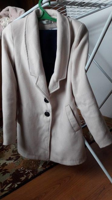 Пальто бежевого цвета 42 размер. в Бишкек