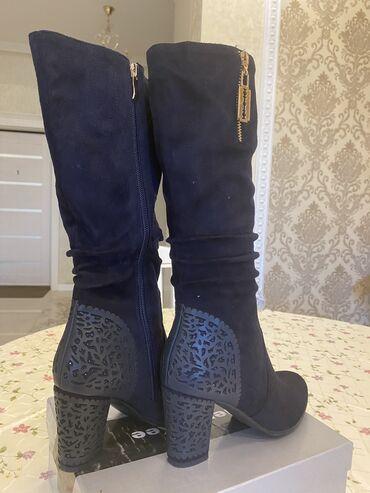 синий dodge в Кыргызстан: Продаю женские демисезонные сапоги. Подарили, не подошёл размер. Каблу
