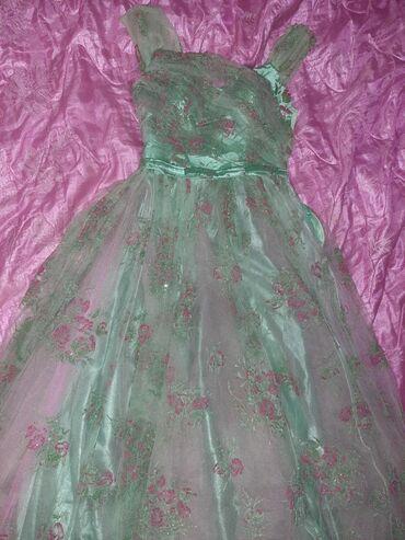 Продается вечернее,длинное платье. Покупали недавно за 15000с,надевали