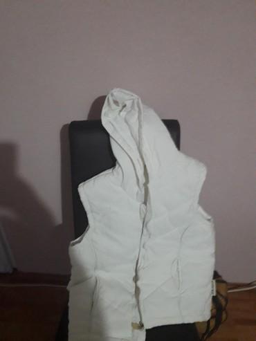 Beli prsluk nov nenosen sa kapuljcom - Loznica
