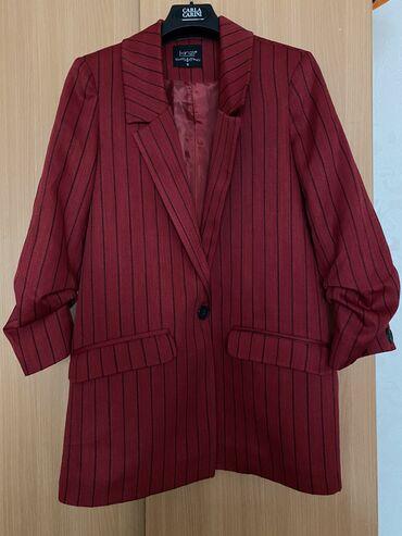 Продаю брючный костюм 36 размера (S) бордового цвета. В отличном состо