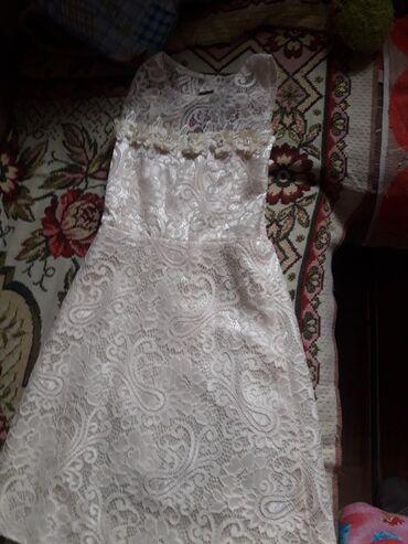 Платье на 5-7 лет одето один раз