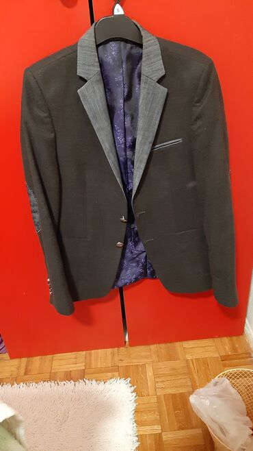 Muški elegantni sako. nošen svega pet puta. nigde nije