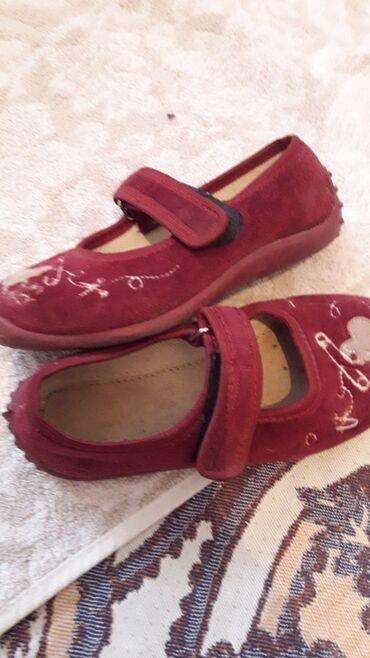 Обувь для девочки 27 размер, состояние отличное, тапочки- привезла с