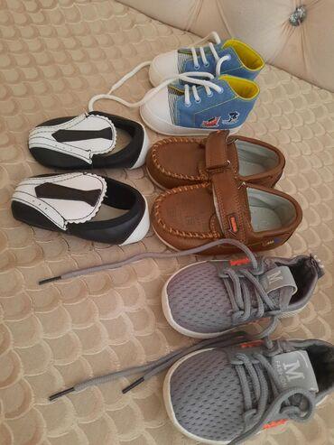 Uşaq ayaqqabıları Xırdalanda: Hamisi 1-2yas ucundur her biri 10azn.1defe geyinilib teptezedirler