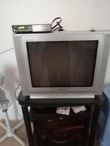 Kohne telvizor satilir. Iwdiyir hec bir prablemi yoxdu. Toknan iwleyen