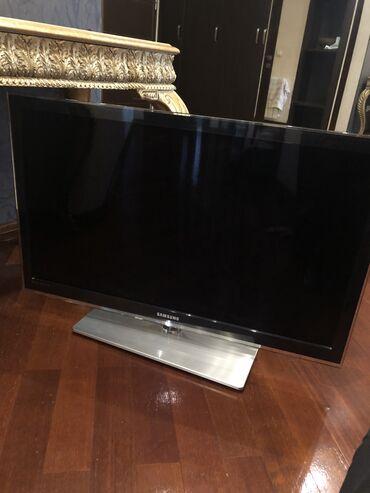 Samsung led televizor ( herden ekraninda şekilde görunduyü kimi rengli