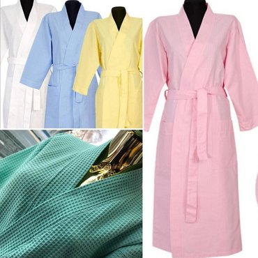 Вафельные халаты с капюшономи без капюшонаУ вафельной ткани масса