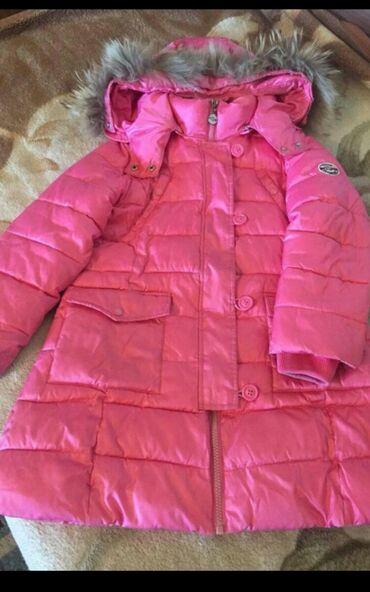 розовый палас в Кыргызстан: Продаю удлиненную куртку, на 6-7лет, капюшон и мех отстегиваются