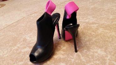 Женская обувь в Чон Сары-Ой: Босоножки в отличном состоянии
