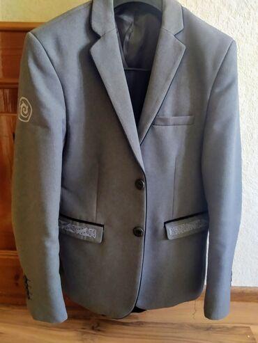детские обувь в Кыргызстан: Продаю школьную форму и рубашки на мальчика примерно 12-14лет( смотр