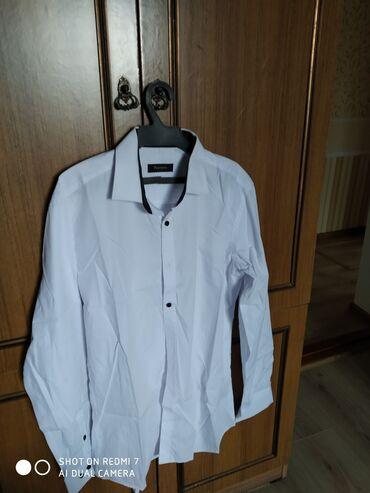 Мужская одежда в Беловодское: Белые рубашки размер 48 производство Турция, хорошо для