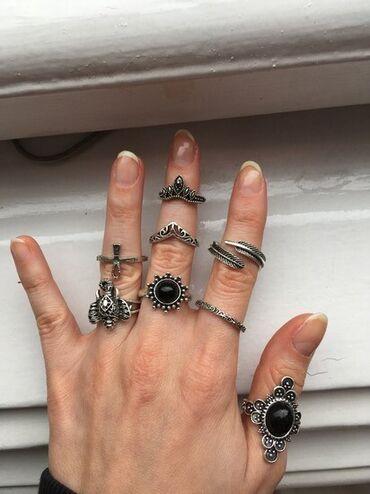 Odan materijal broj - Srbija: Set od 8 elegantnih prstenova NOVOSet od 8 potpuno novih i