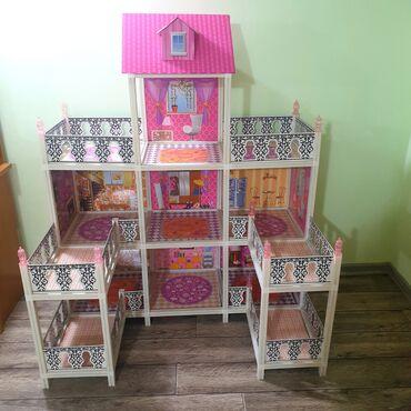 6595 объявлений: Продаю кукольный домик высота 150см ширина 115см. Всё что на