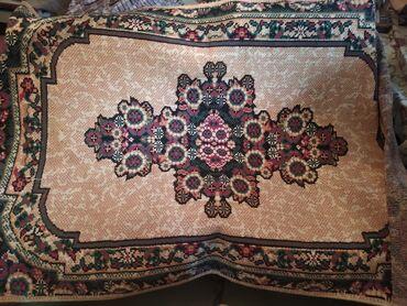 Декор для дома в Беловодское: Продаю ковёр в хорошем сосотянии размером ?2 всем кто заиетересован