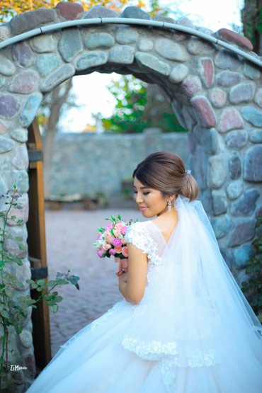 Свадебное платье(размер s-m) . Продается в Бишкек