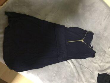 Haljina duga ispod kolena sa rascepom