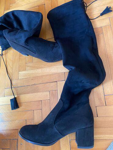Crne cizme preko kolena, obuvene jednom na 2 sata, nisu moj broj
