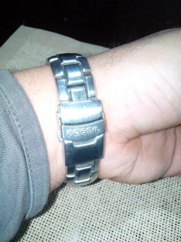Fossil sat-original,malo koriscen,mnogo lepo stoji,vredi pogledati
