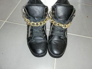 Patike crne boje imaju rajfeslus i lanac  Ocuvane, kao nove. Br. 39 - Kovin