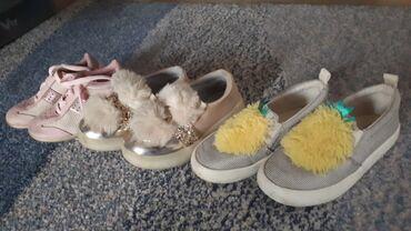 Markice - Srbija: Tri para markirane obuće br 24 bez oštećenja