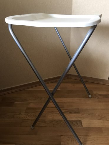 Yigilib acilan stol, hundurluk 0.8 m, uzunlugu 0.6, eni 0.45, rahatliq