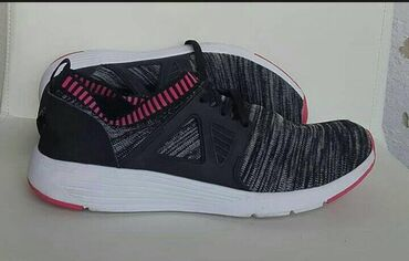 Ženska patike i atletske cipele | Kragujevac: Prodajem polovne ženske patike u očuvanom stanju. Br.39, dužina gazišt