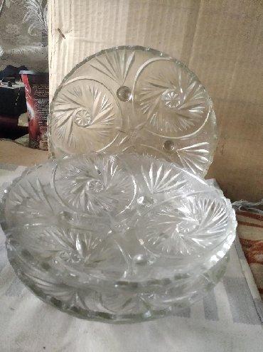 продам шампунь в Кыргызстан: Продам 3 одинаковые вазы для фруктов,на ножках.,маленькие две зелёные