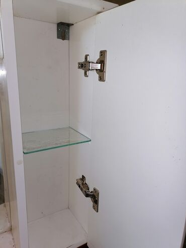 Ogledalo korišćeno, malo oštećeno, tačnije donja daska, koja se može z
