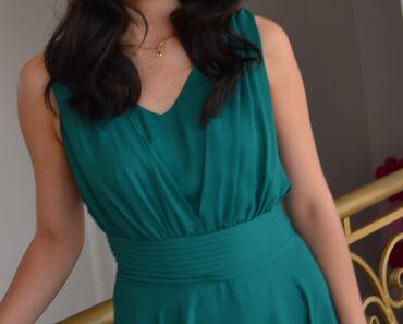 Вечернее зеленое платье Элегантное зеленое платье создано из мягкого