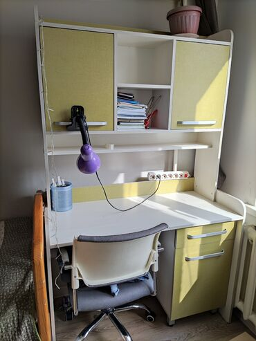 купить письменный стол в бишкеке в Кыргызстан: Продаю детские письменные столы (2шт) в отличном состоянии. Очень удоб