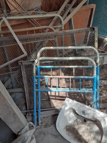 Другие кровати в Кыргызстан: Кровать металлическая  СССР,полутароспальная 1500- сом