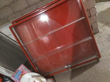 Продаются 2 настенные витрины: одна в Бишкек