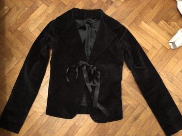 Plisani-cmsirina-ramena - Srbija: Crni plisani strukirani sako